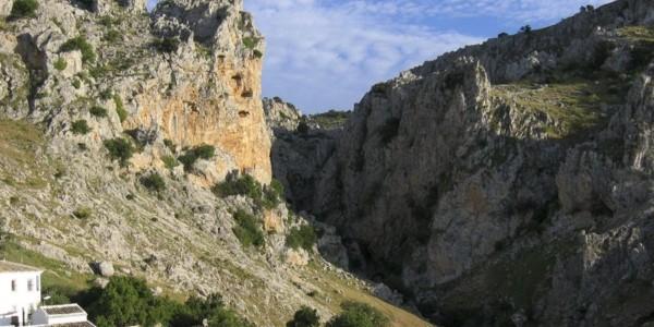 Zuheros, río Bailón (12 km) o Cabra-Zuheros (21 km)